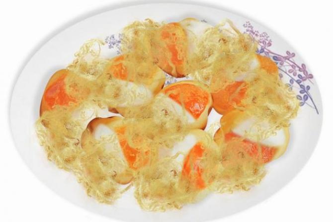 Bánh Bông Lan Trứng Muối Phô Mai Chà Bông